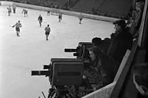 První přímý televizní přenos z pražské Štvanice zachytil objektiv fotoaparátu ve chvíli hokejového zápasu výběru Prahy a švédského klubu IF Leksand. Stalo se 11. února 1955.