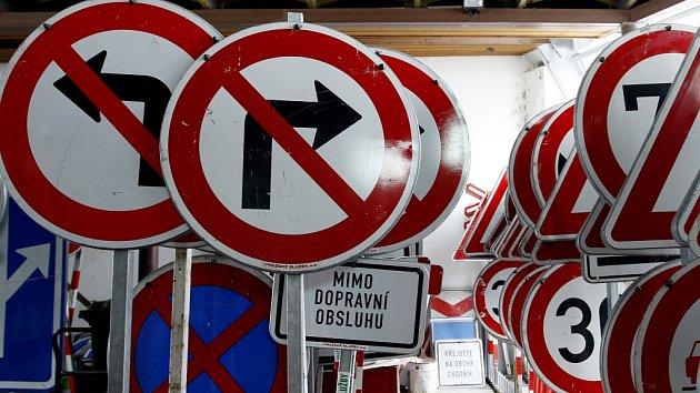Dopravní značky. Ilustrační foto.