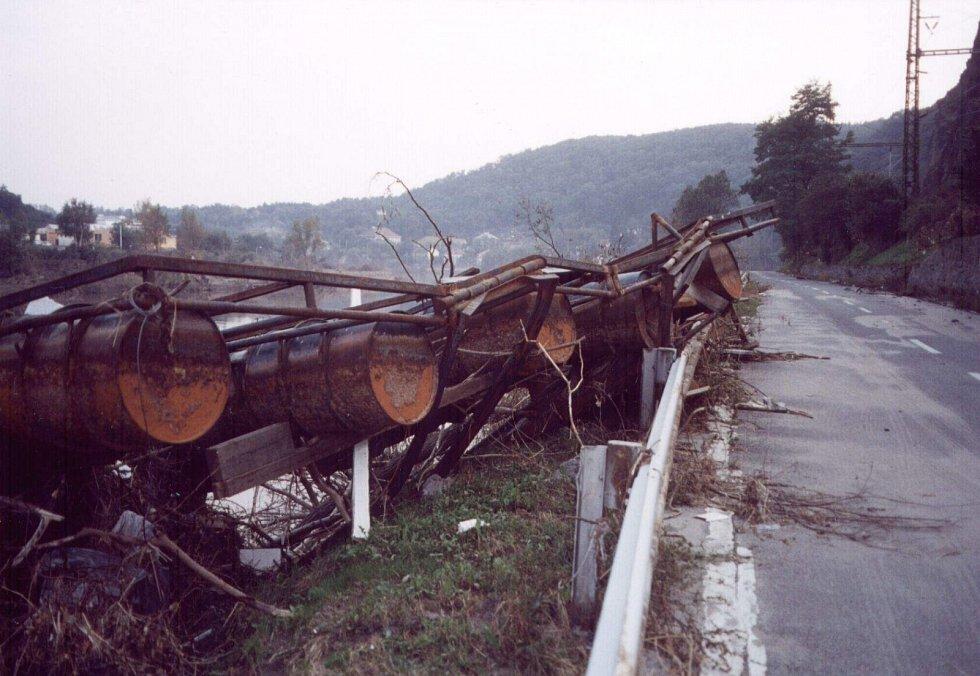 Povodně z roku 2002 v hlavním městě. Fotografie jsou z městské části Praha-Sedlec.