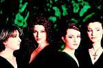 KŘIŠŤÁLOVÉ HLASY. Obdobně jako jiné bulharské ženské sbory, také Eva Quartet prý charakterizují až nelidská vokální technika i nezvyklé harmonie.