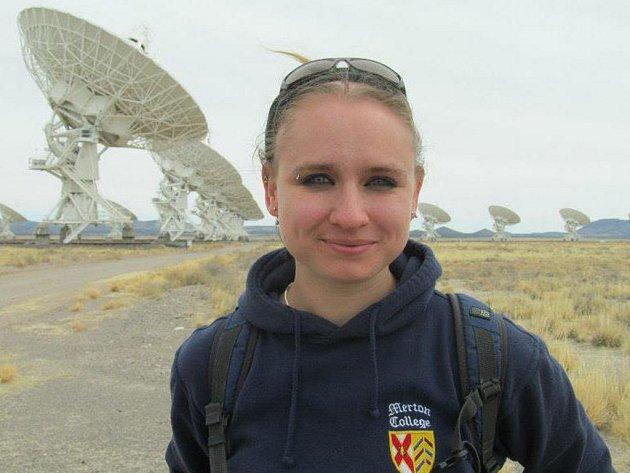 """Kateřina Falk: """"Fyzika je neuvěřitelně zajímavá věc, která nám pomáhá chápat svět kolem nás. Člověk si navíc v práci hraje s lasery. Je to neuvěřitelně tvořivá věc."""""""