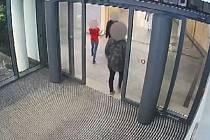 Napadení v obchodním centru na Chodově.
