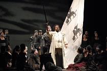 OSLAVOVANÝ HRDINA. Otello v podání tureckého tenoristy Efe Kislaliho.