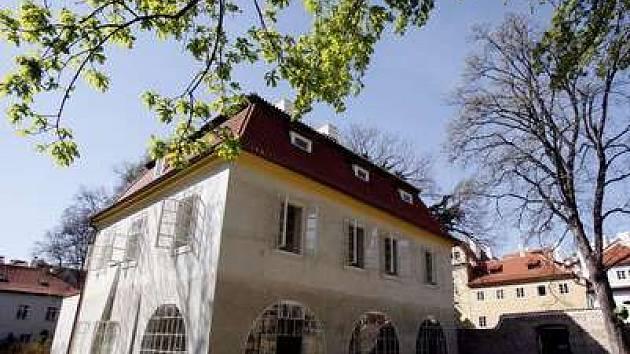 Ve vile by mohl vzniknout společenský sál, knihovna i byt.