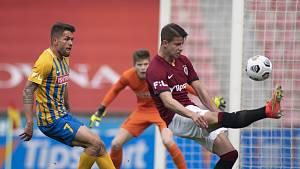 Adam Hložek byl hlavním strůjcem výhry 4:2 nad Opavou. Tři góly dal sám a na jeden přihrál Plavšičovi.