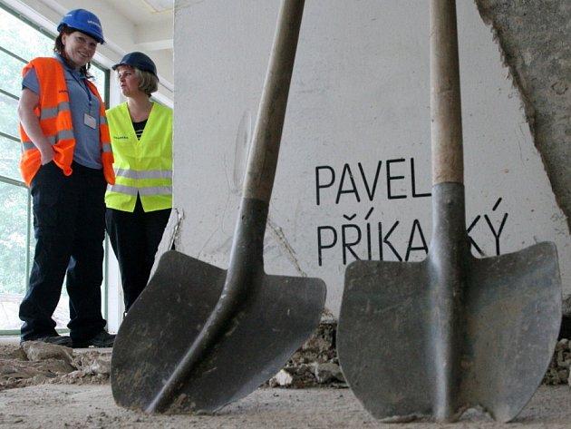 Při příležitosti ukončení první etapy rekonstrukce se uskutečnila exkurze do Galerie Mánes.