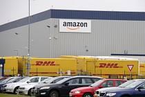 Americký internetový obchod Amazon plánuje v Dobrovízi u Prahy postavit nové distribuční centrum. Na snímku je objekt, který je již v provozu.