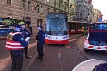 V Myslíkově ulici vykolejila tramvaj.