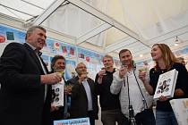 Převzetí literární ceny Miroslava Ivanova asistovali také významní sportovci – atleti Imrich Bugár a Ludmila Formanová či fotbalista Horst Siegl.