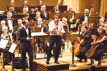 Skladatel Harry Gregson-Williams pozdravil diváky festivalu Film Music Prague v češtině. Svou zdravici se naučil za pět hodin pobytu v Praze. Poté predvedl americkou show.