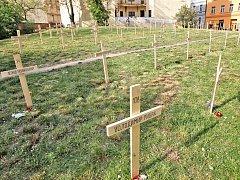 Symbolický hřbitov nazvaný Nebeská setnina připomíná u Moskevské ulice 107 v Praze obětí ukrajinské revoluce.