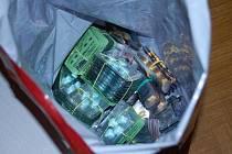 Při domovních prohlídkách celníci zabavili téměř sedm tisíc kusů neregistrovaných léků nebo padělků za více než milion korun