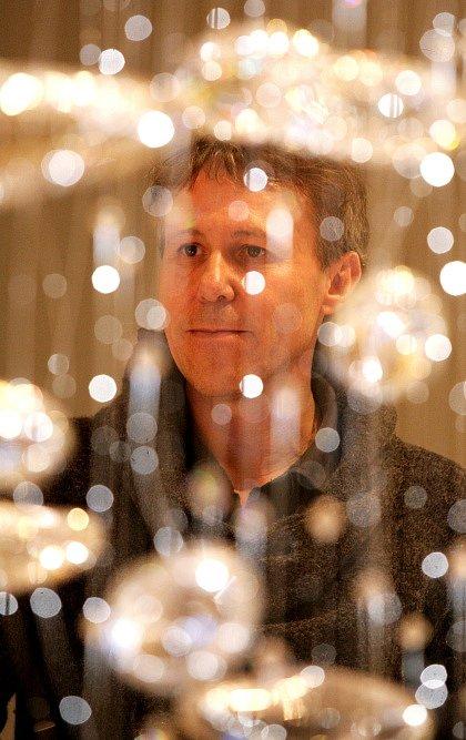 Komentovaná prohlídka děl nominovaných na ceny Czech Grand Design 2011 ve čtvrtek 1. března v Národním technickém muzeu. Na snímku Jiří Macek z agentury Profil Media,který vše komentoval.