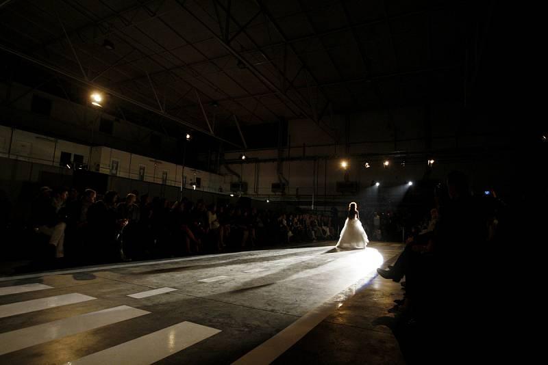 Návrhář Osmany Laffita představil na pražské Ruzyni svoji kolekci podzim – zima 2012/2013.