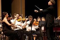 Legendární maďarský dirigent Tamás Vásáry v akci.