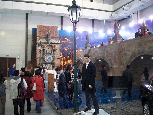 Už za čtyři dny v sobotu odstartuje světová výstava EXPO 2010 v čínské Šanghaji. Praha na této mezinárodní akci vůbec poprvé představí svou vlastní expozici. Tu má vidět až pět milionů návštěvníků.