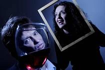 FRINGE. Jeden z desítky souborů Multi story uvede svůj divadelní počin Backward Glance (Pohled zpátky)