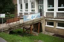 Vstup do Polikliniky pod Marjánkou.