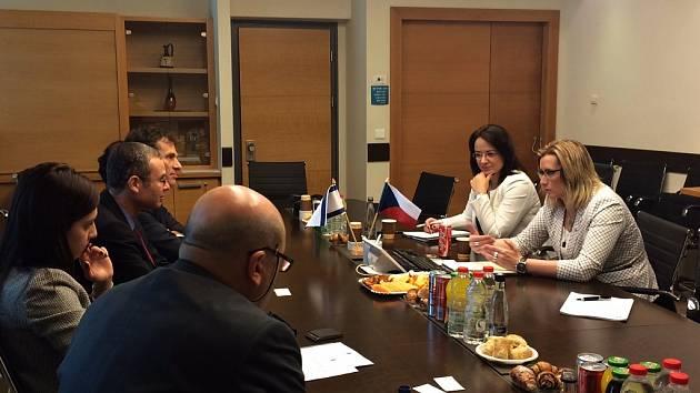 Ministryně pro místní rozvoj Karla Šlechtová jednala o bezpečnostních opatřeních, která chrání české turisty v Izraeli.