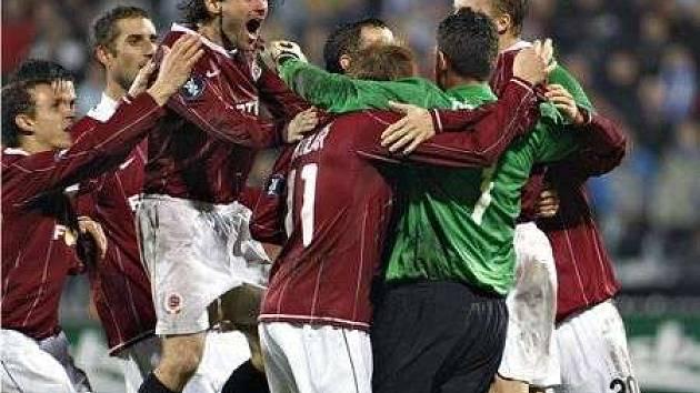 Po tuhém boji zasloužené vítězství. Sparta v penaltách překonala Odense 4:3.