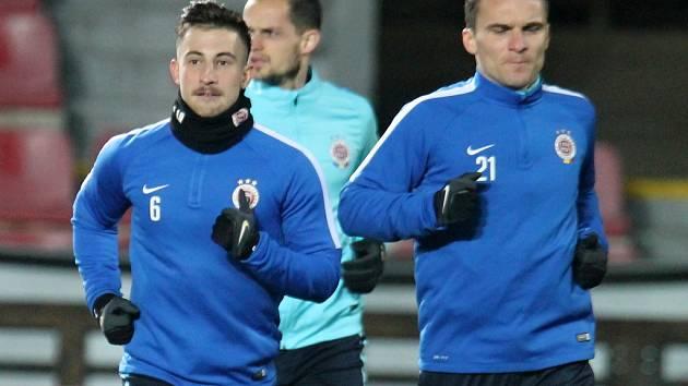 Sparťané David Lafata (vpravo) a Lukáš Vácha na tréninku před zápasem Evropské ligy proti Tripolisu.