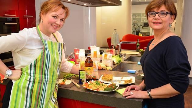 Herečky Kamila Špráchalová (vlevo) a Ivana Andrlová.