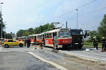 Havárie tramvaje a dopravního auta.