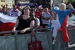 Fanoušci na Staroměstském náměstí při hokejovém zápase MS o bronzové madaile mezi Českém a Švédskem.