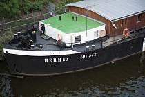 Ubytovací loď Hermes.
