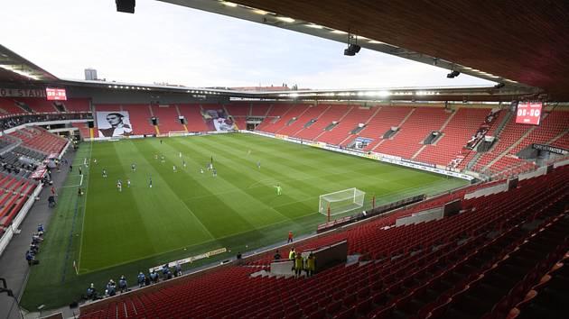 Prázdné tribuny stadionu Slavie