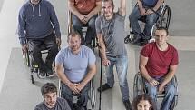 Zbyněk Švehla v rámci projektu VZPoura poučuje, jak se vyhnout zraněním.