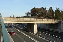 Dálniční mosty v Horních Počernicích čeká buď demolice, nebo rekonstrukce.