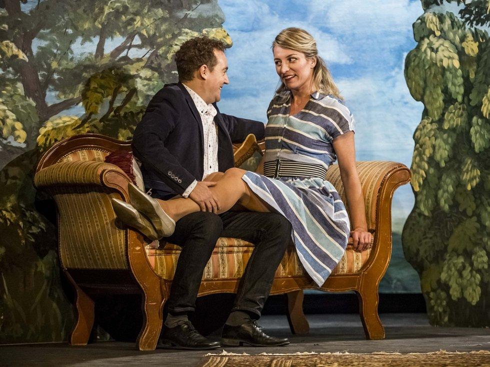Kostýmová zkouška nové komedie Poslední aristokratka podle knižní předlohy Evžena Bočka se v režii Arnošta Goldflama uskutečnila ve středu 2. prosince 2015 v Divadle Na Jezerce v Praze.