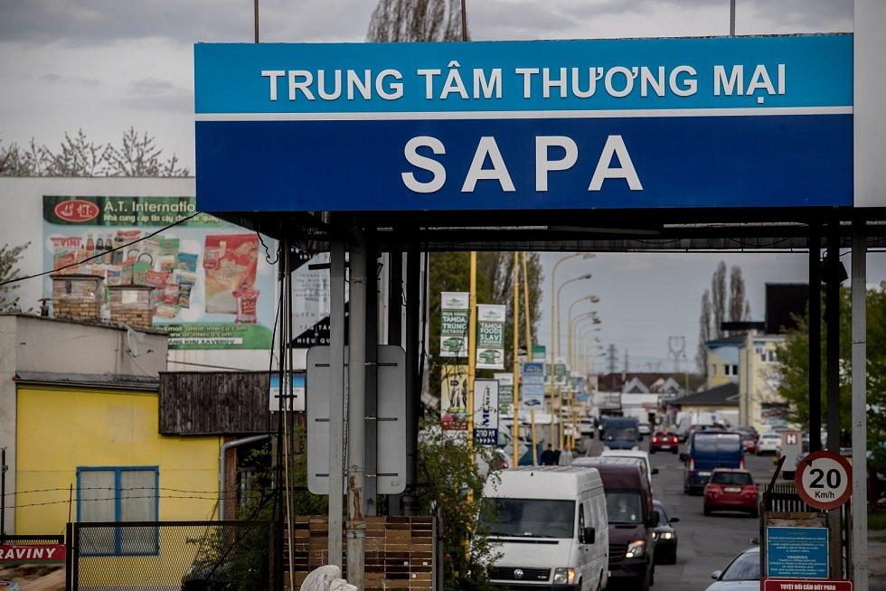 Vietnamská tržnice Sapa v pražské Libuši 11. dubna.