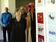 Výstavu o světě autistů, který návštěvníci mohou poznat skrze jejich obrázky, zahájila předsedkyně spolku Autistik Miroslava Jelínková (na snímku). Akci podpořily první dáma Ivana Zemanová a Výbor dobré vůle Nadace Olgy Havlové.