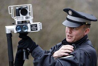 Podobný obrázek bude zřejmě minulostí. Novela policejního zákona zakazuje strážníkům měřit rychlost.