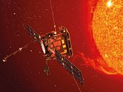 Solar Orbiter se Sluncem.