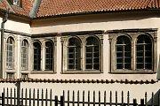 V prvním patře Pinkasovy synagogy se nachází expozice dětských kreseb z Terezína. Ty vznikaly v rámci hodin kreslení, vedených Friedl Dicker-Brandeisovou (1898–1944). Kreseb se dochovalo ukrytých v Terezíně na půdě přibližně 4.500 kusů.
