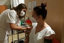V OC Nový Smíchov se 19. července 2021 otevřelo třetí centrum v Praze, kde se lze očkovat proti covid-19 bez registrace.