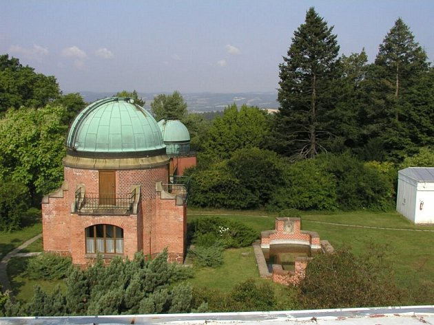 Observatoř Astronomického ústavu Akademie věd ČR vOndřejově na Praze-východ. Vsoučasnosti je největším lákadlem Perkův dalekohled, největší zařízení svého typu vČeské republice – obr odvoumetrovém průměru, jehož hmotnost dosahuje 83tun.