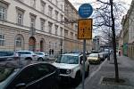 V části Křižíkovy ulice v Karlíně platí před křižovatkou s ulicí Prvního Pluku ve směru do centra striktní zákaz vjezdu cyklistů.