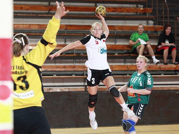NEJLEPŠÍ HRÁČKOU turnaje se stala slávistka Jana Knedlíková.