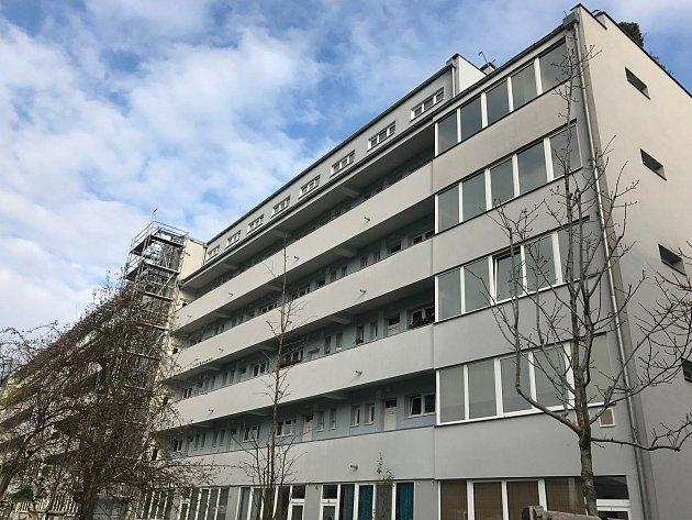 Architekt František Maria Černý: bytový dům Holešovice (ul. UMěstských domů 5-13), 15.listopadu vPraze.