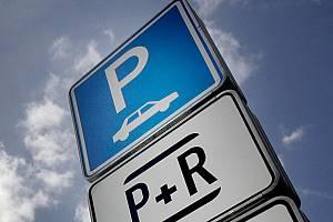 Záchytné parkoviště P+R. Ilustrační foto.