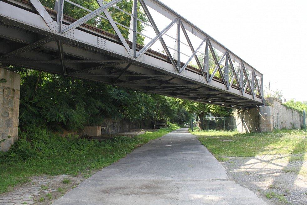 Od metra Nádraží Holešovice vede na Výstaviště a do Stromovky nová zkratka.