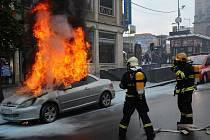 Hořící auto Václavské náměstí