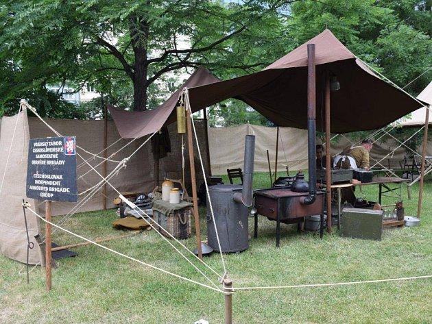 Vojenský tábor na Karlově náměstí.
