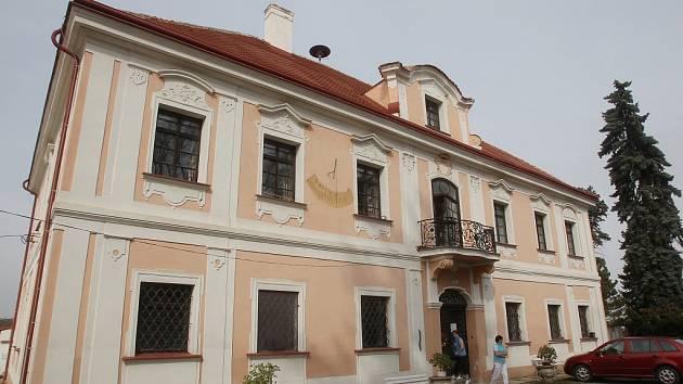 Památník v Panenských Břežanech.