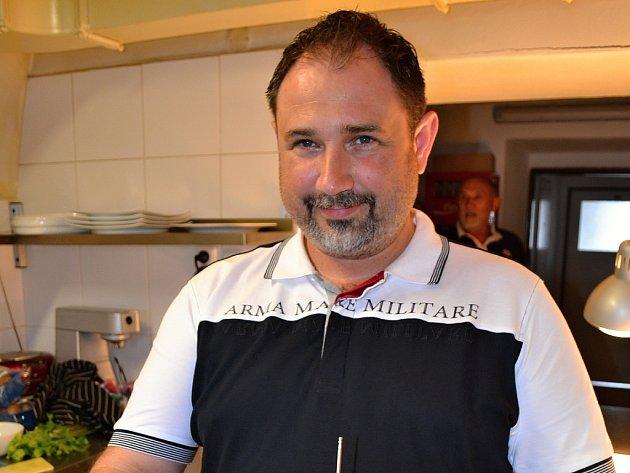 Majitel restaurace Dammas Steak house v Běchovicích David Mrkvička.