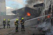 Požár haly v Písnici.